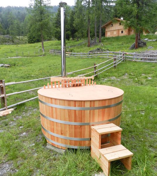 badefass badef sser aus holz und bottich aus l rchenholz. Black Bedroom Furniture Sets. Home Design Ideas